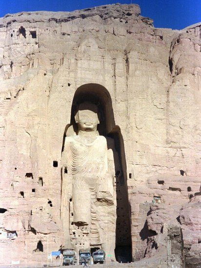 The 2000-year-old Buddha statue at Bamiyan before its dectruction in 1997