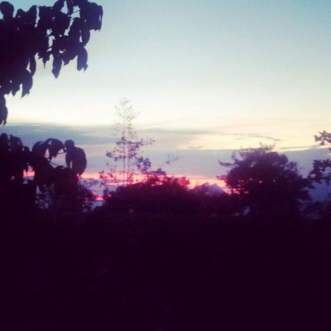 Con mejor camara en realidad es mas rojo. Hoy atardecer de colores en #Fusagasuga  por @Juan Pablo Ardila Gardeazabal 6pm 8 de noviembre @fusacity @CundinamarcaTw #turistic #EnMiColombia #AdondeViajar @akaesta