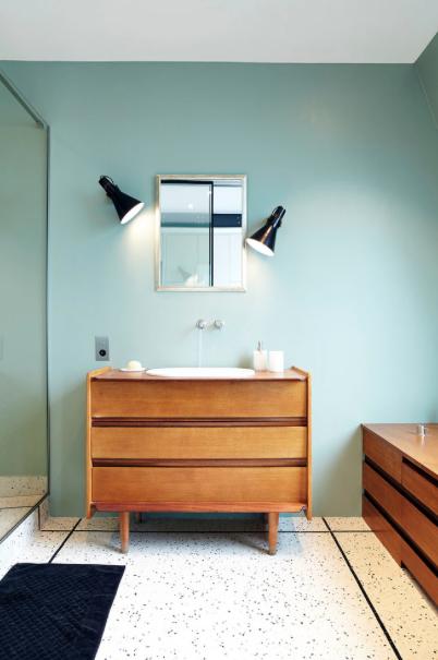 Commode scandinave vintage pour lavabo houzz via nat et nature bains pinterest salle de - Houzz salle de bain ...