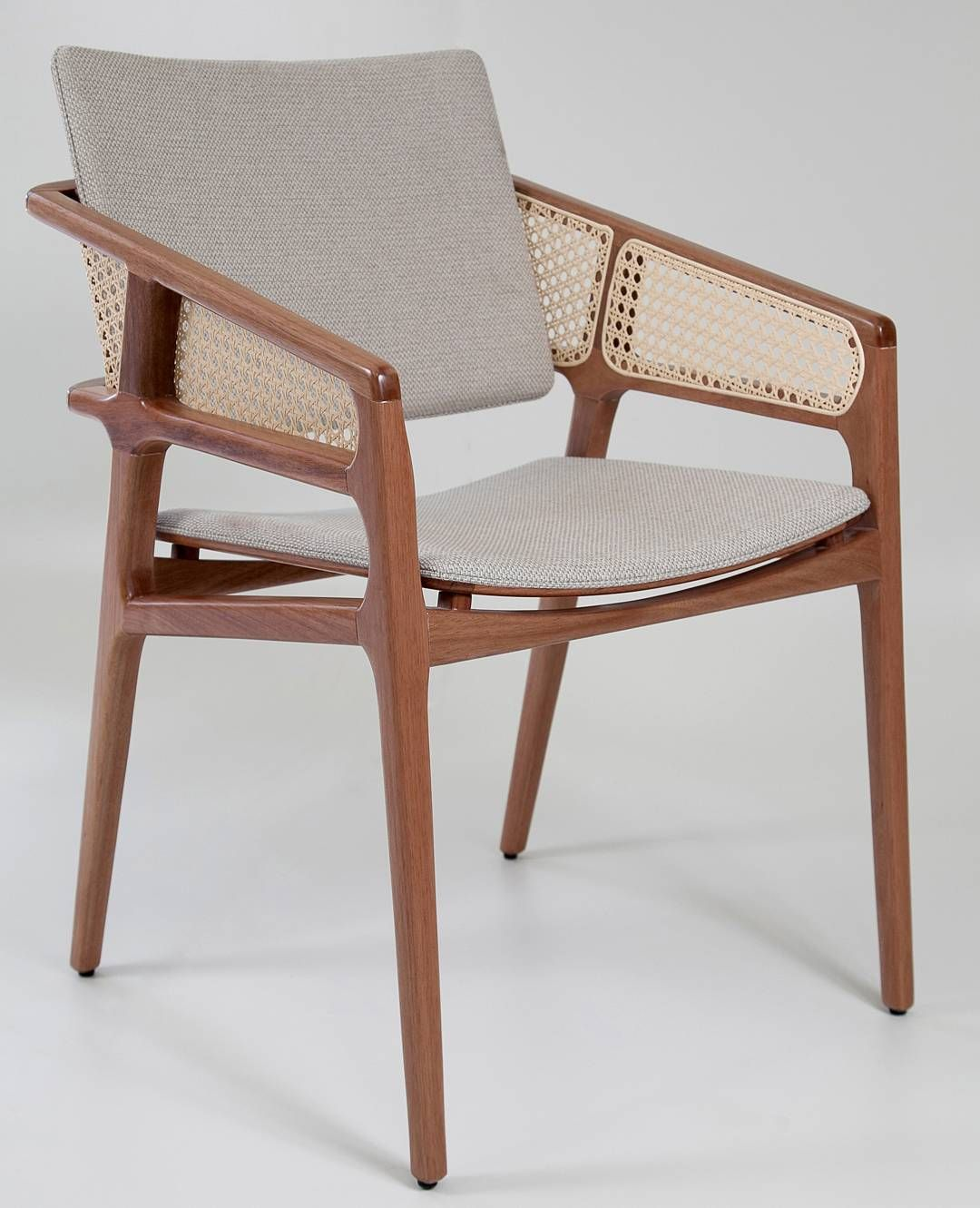 Cadeiras são indispensáveis en qualquer sala de jantar, elas trazem conforto e arrematam a decoração de forma elegante.#dunellicasa #dunellihouse #furniture #design #decoração #interiordesign #décor #sofisticação #moveispersonalizados #instaphoto #contemporaneo #decoration #instadesigner #instacool #home #architecture #projects #casa #luxo #instagood #lifestyle #decorations #interior #arquitetura #inspiração #homedesign #top