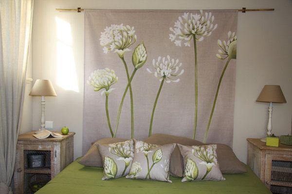 Une tête de lit bucolique en natté de coton imprimé du0027après une - peindre un lit en bois