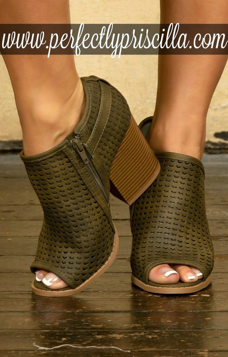 fc8361385  curvy  fashion  trendy  look  plussize  boutique  booties  shoes  fall