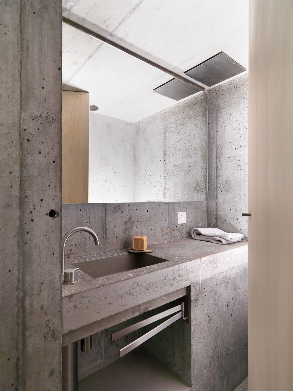 Minimalist design // bathroom minimalism // rough grey cement concrete wall…