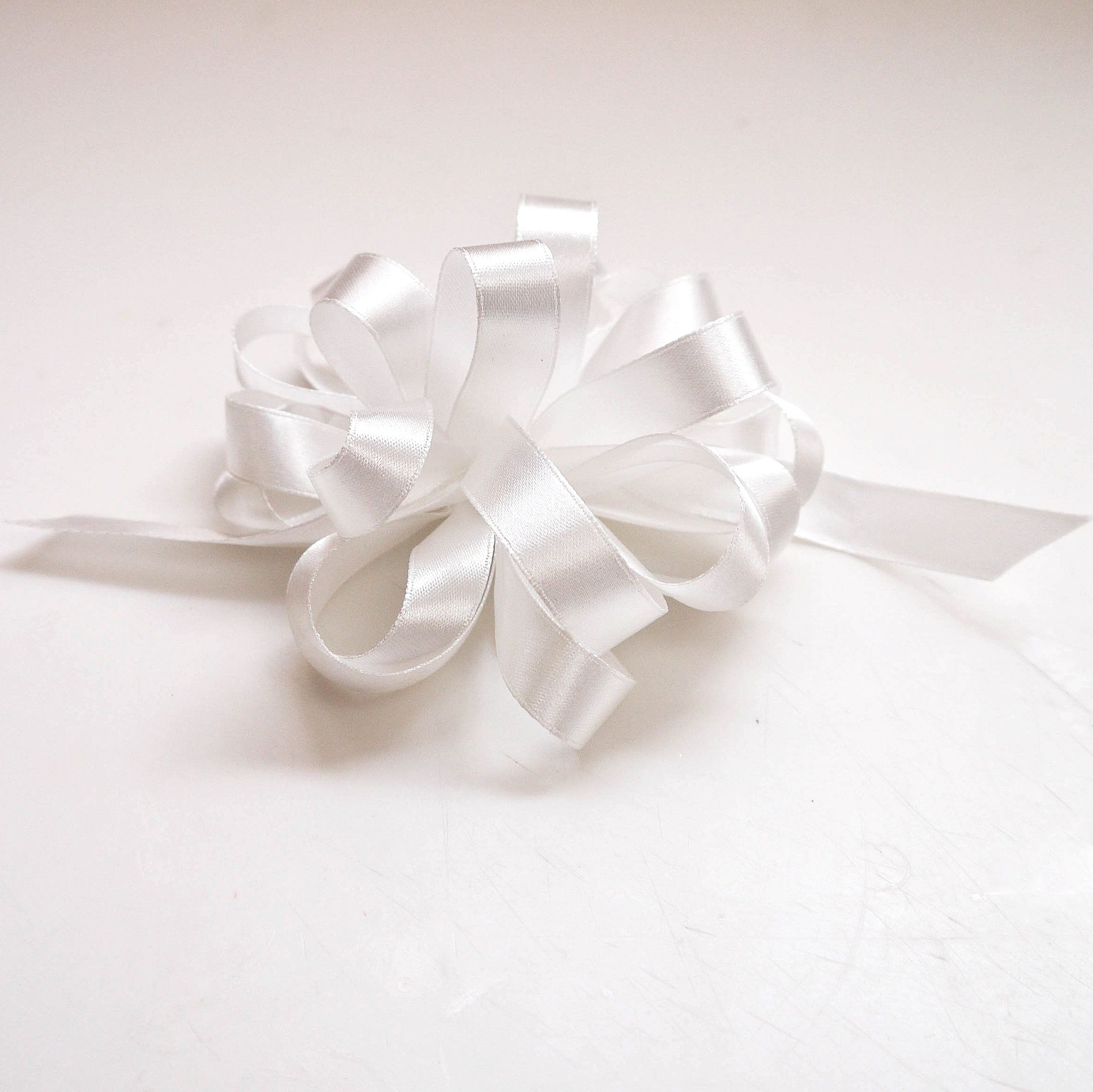 How to make a perfect bow with satin ribbon