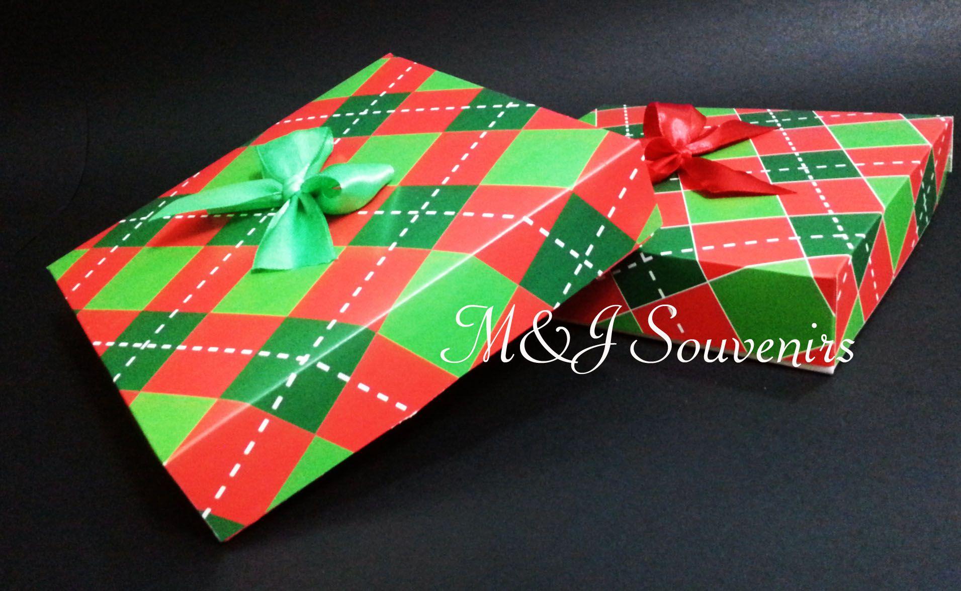 Caja para dulces, galetas, alfajores, briownies etc tematica: personalizada Materiales: cartulina, cinta