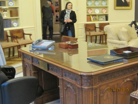 George W Bush Presidential Library This Is A Replica Of The Oval Office As It Existed When He Was President Folks In 2020 Presidential Libraries Desk Presidential