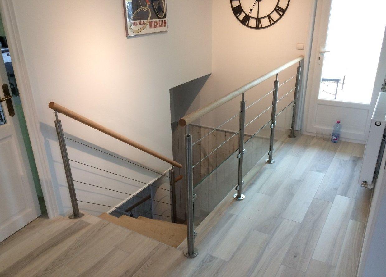 garde corps c ble tendu en inox avec sous bassement en verre garde corps escalier verre inox. Black Bedroom Furniture Sets. Home Design Ideas