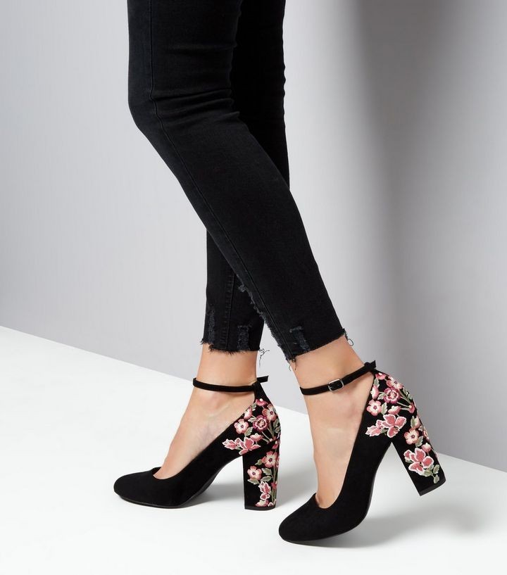 Chaussures à talons brodées en suédine noire | New Look