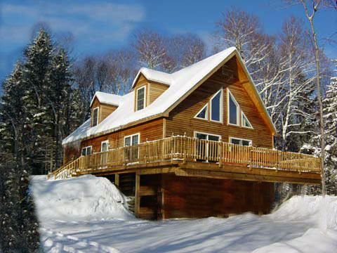 This Smoky Mountain cabin near Pigeon Forge  TN looks so cozy in the snow. Nothing like being in a cabin  on top of a snowy mountain