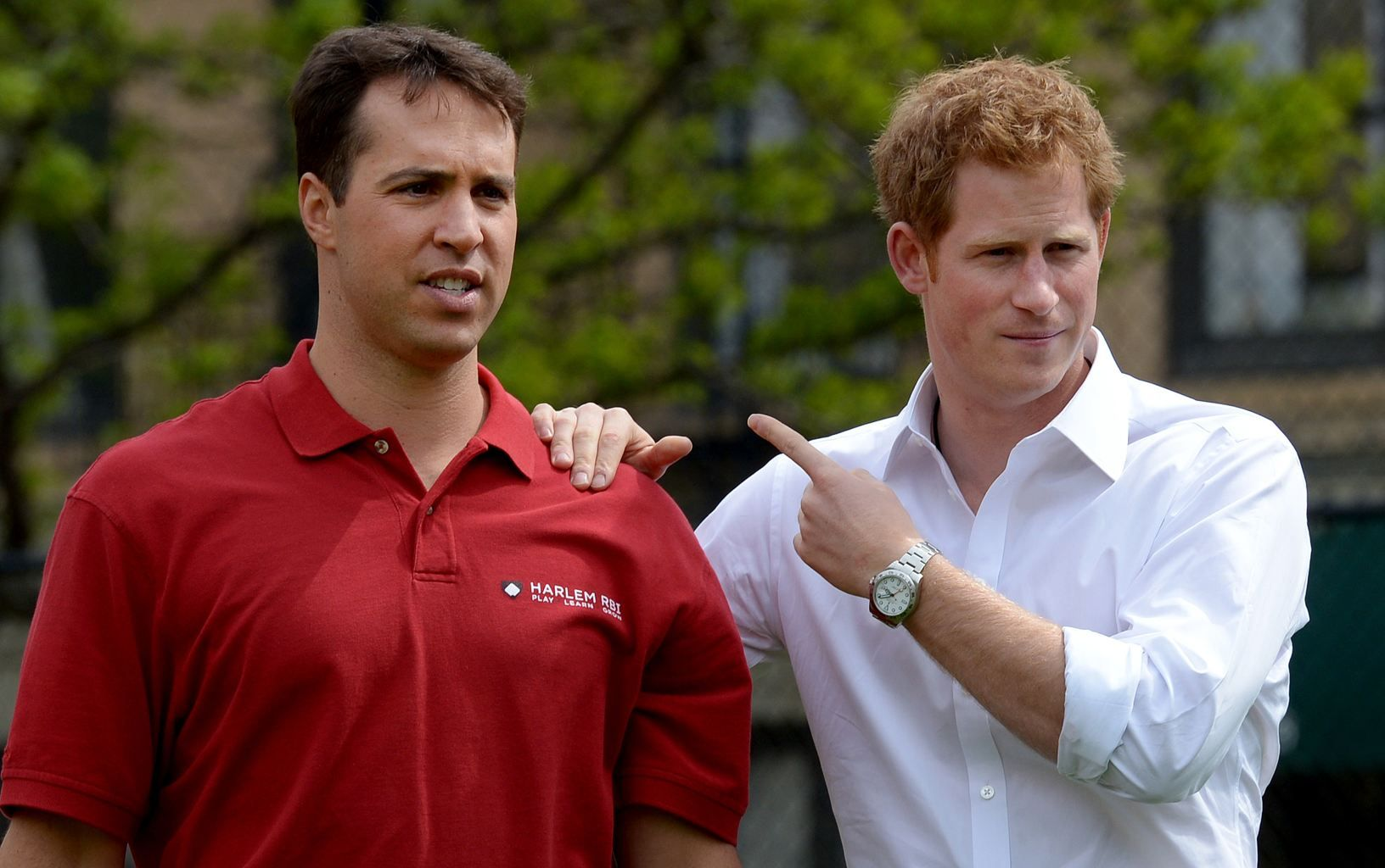 Britains Prince Harry Right Points Toward New York Yankees Baseball Player Mark Texeria While Parti Prince Harry Photos Prince Harry Yankees Baseball Players