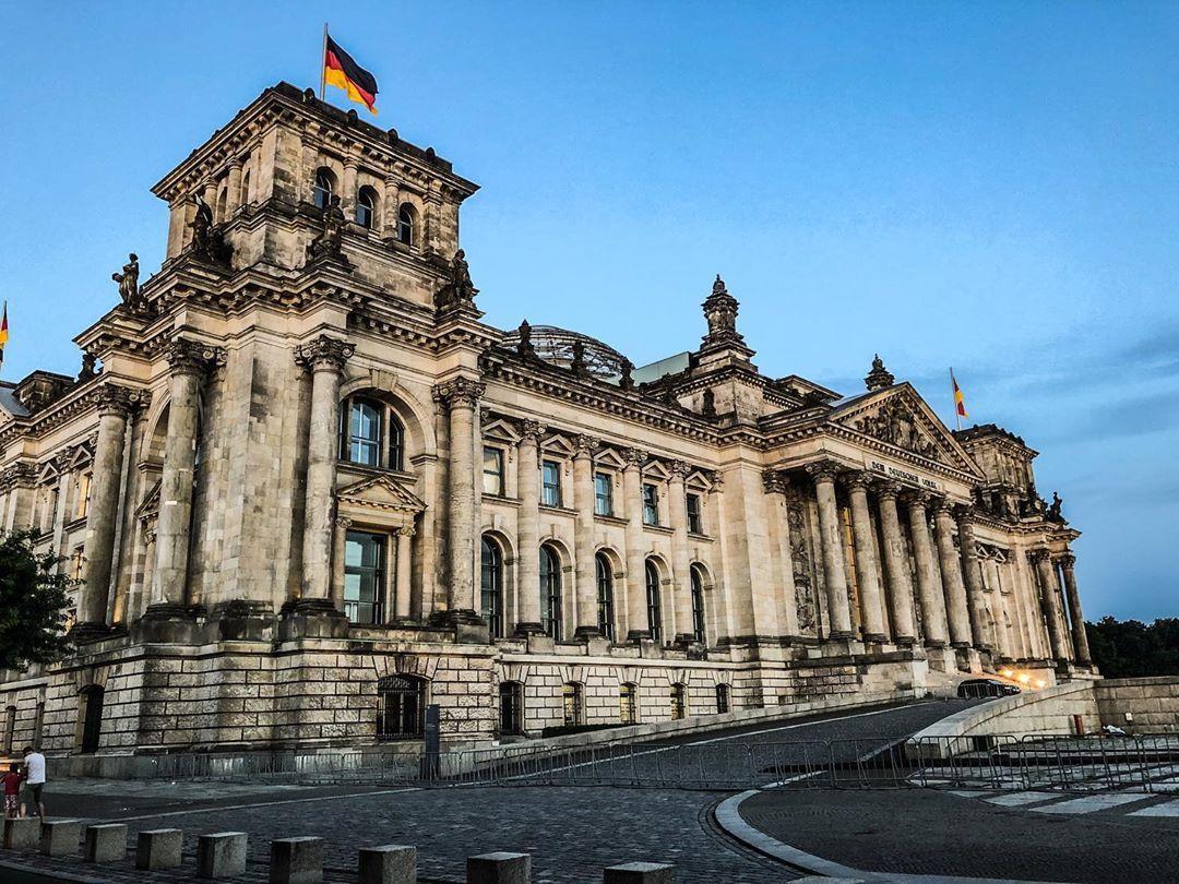 Berlin Berlin Berlin Germany Hauptstadt Hauptstadtliebe Summer Photography Reichstag Reichstagsgebaude Demdeutschenvolke In 2020 Landmarks Louvre Travel