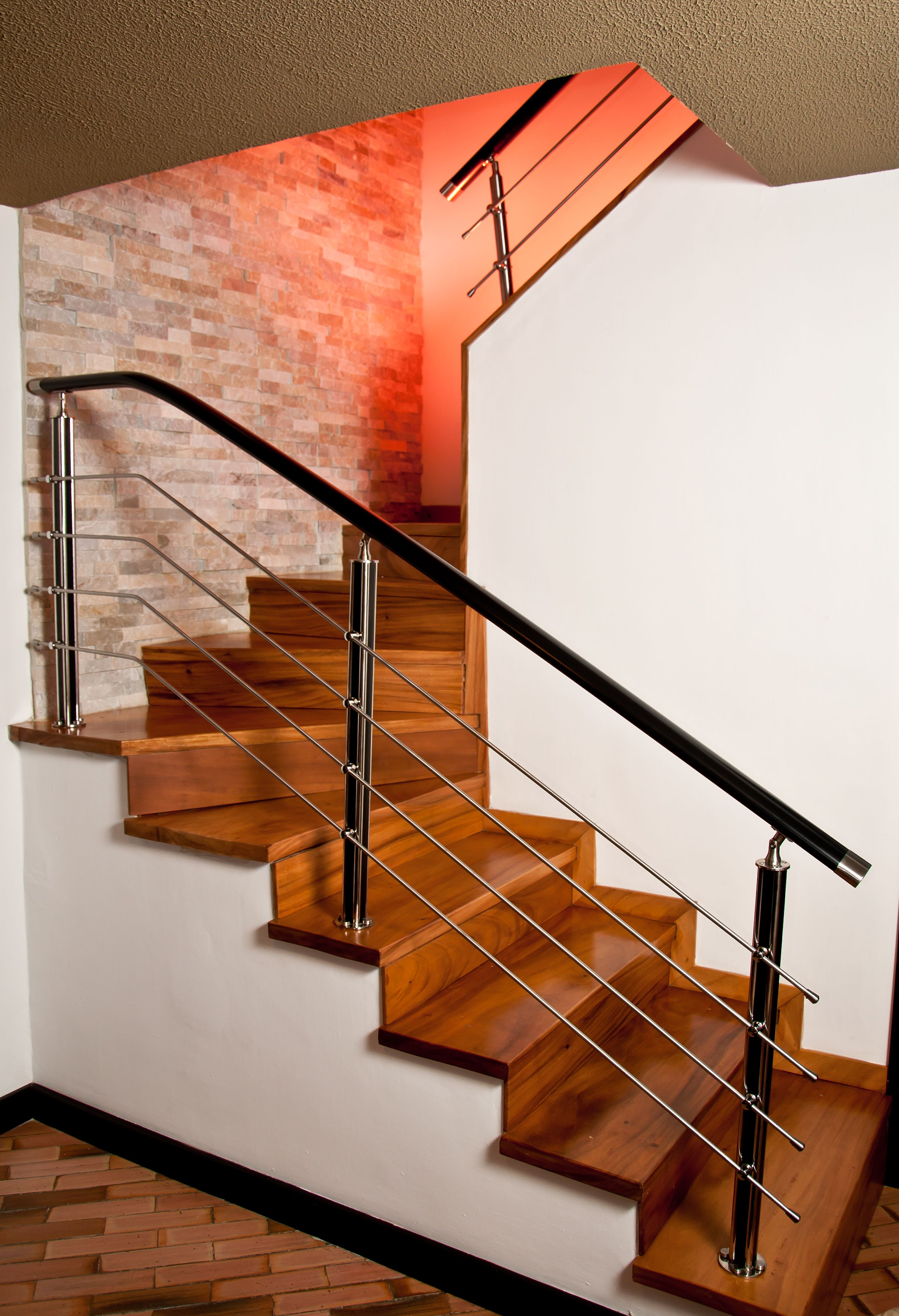 Pasamano de acero y resina decoraci n de hogar en 2019 - Fotos de escaleras modernas ...