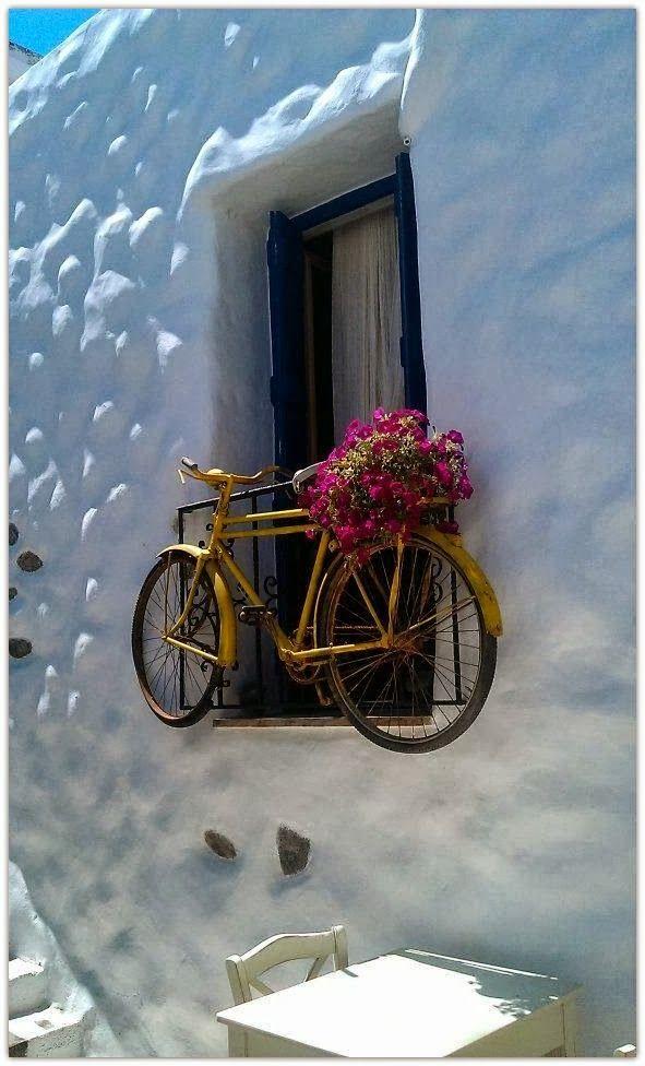 Fahrrad wandhalterung eine praktische und effektvolle wanddeko fahrr der fahrrad - Griechische wohnideen ...