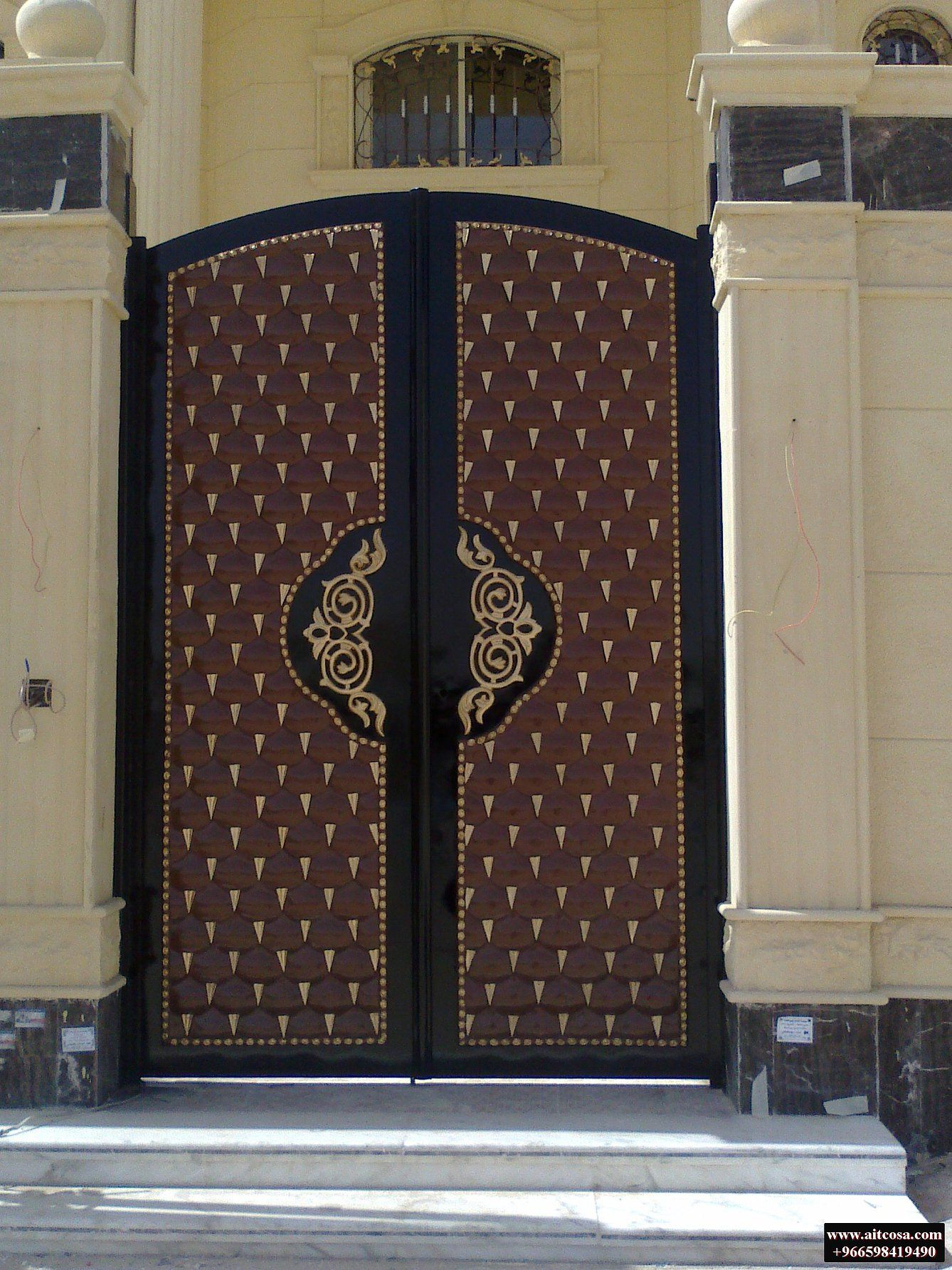 Pin By Kathryn Elms On ابواب خارجية Iron Gate Design Door Gate Design Front Gate Design