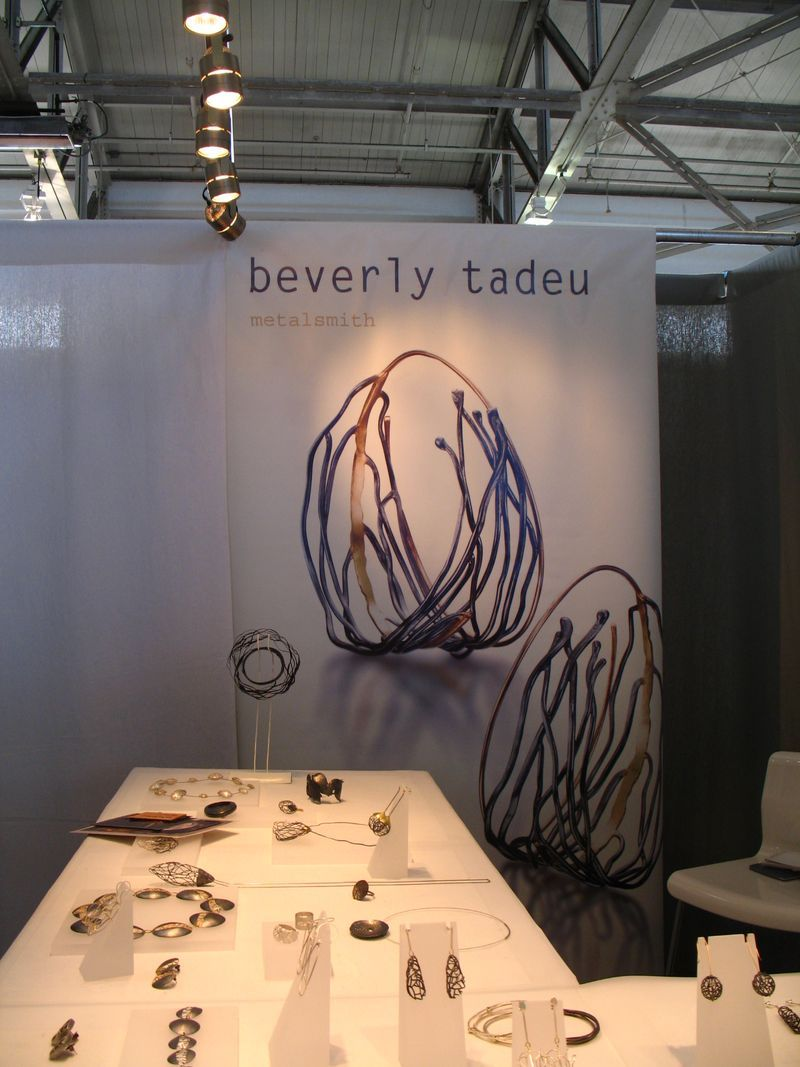 Window display ideas for jewelry  great signage beverly tadeu  accshow  stand and display ideas