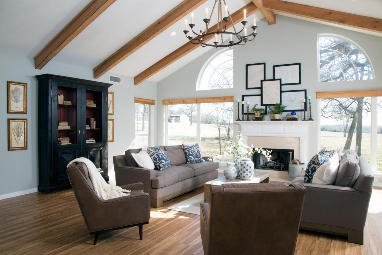 Photos hgtv 39 s fixer upper with chip and joanna gaines for Living room joanna gaines