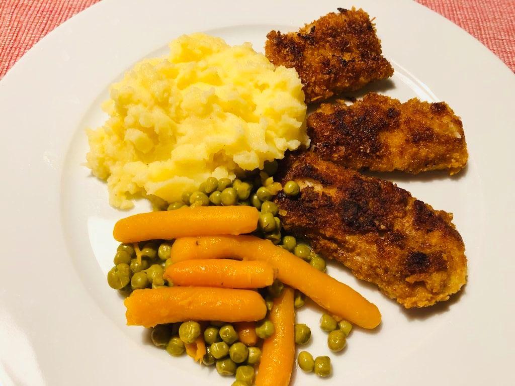 Cornflakes Fischstabchen Mit Kartoffelpuree Fischstabchen Kartoffelpuree Lebensmittel Essen