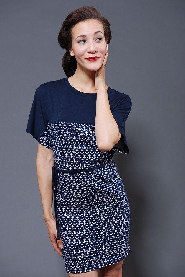 Blaues maritimes Kleid mit Anker Motiv. Kurzes Sommerkleid aus ...