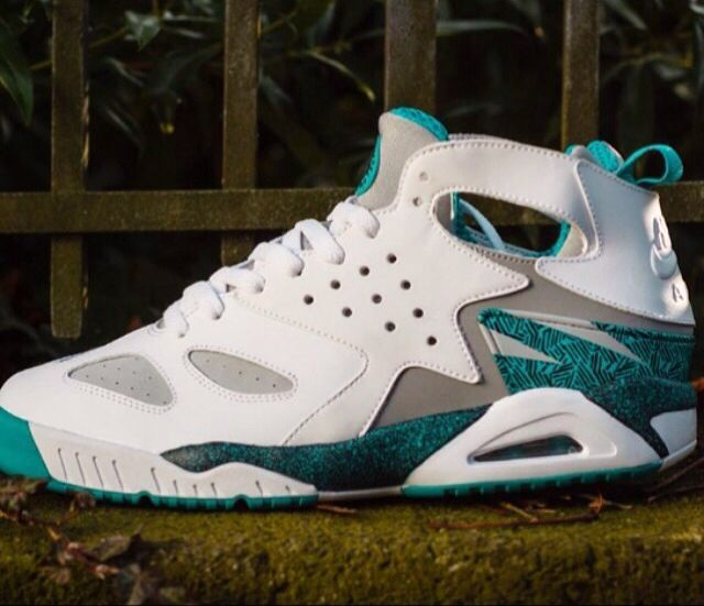 New colorways of the Nike Air Tech Challenge Huarache continue to surface and here we get a first look at the Turbo Green version No exact