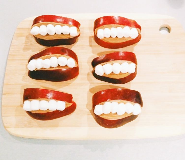Who says Halloween snacks need to be bad for you!? You can make fun healthy treats - like these Chatter Teeth