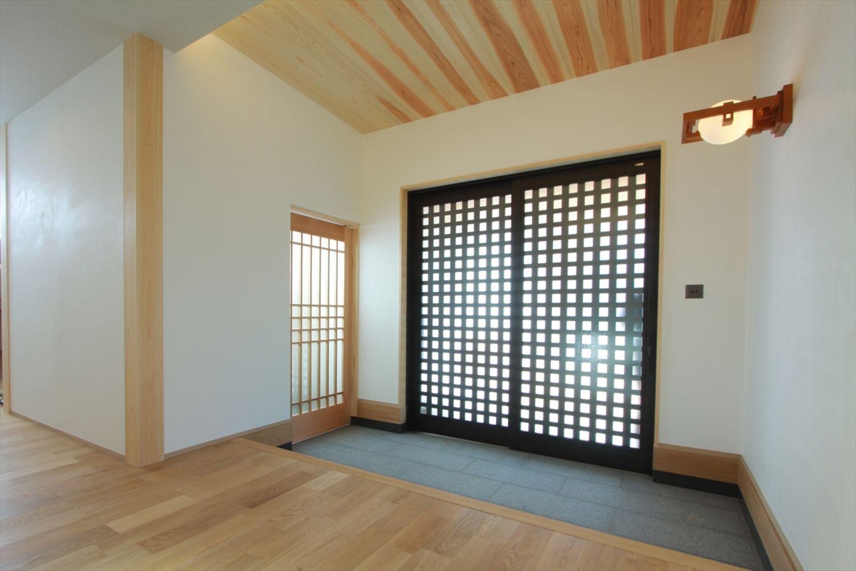 和の美 宿る家 香川で自然素材の木の家 注文住宅を建てる大河内工務店 玄関 家 住宅