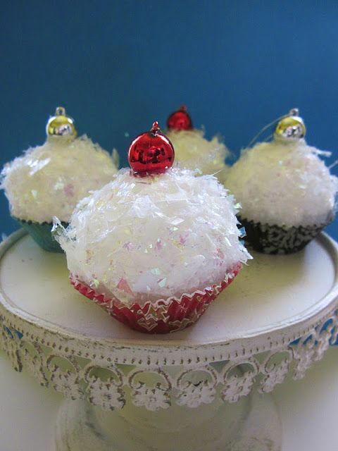 Under The Table and Dreaming: Cupcake Ornaments featuring Kristin from Homespun With Love {Handmade Ornament No.17}