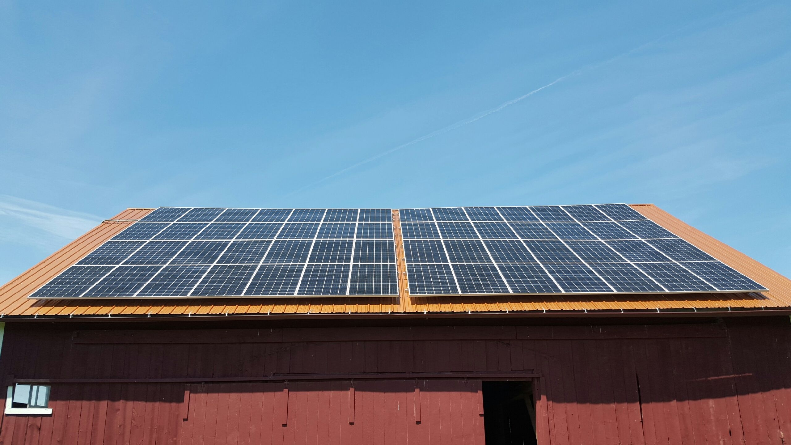 Did You Know That The Average House Uses About 897 Kwh Of Electricity Per Month This 80 Seraphim 350w System Was Just Instal Solar Panels Solar Solar Energy
