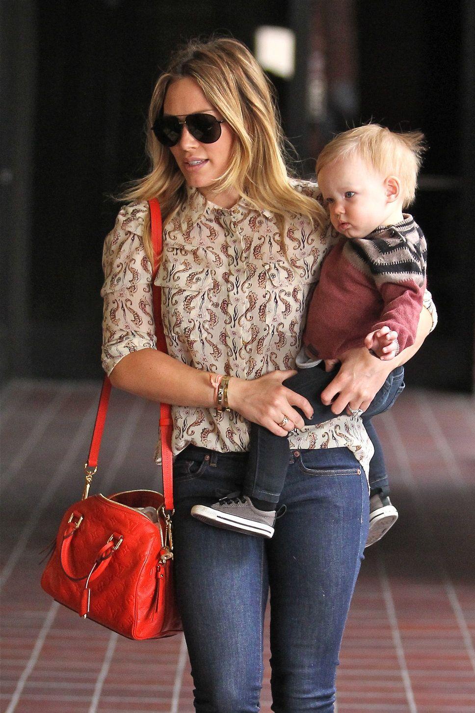 Hilary Duff s new Louis Vuitton Speedy bag cost her around  1 cf4ba8598577b