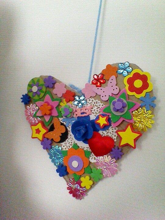 Moederdag hart van hout of karton schilderen en for Gekleurd papier action