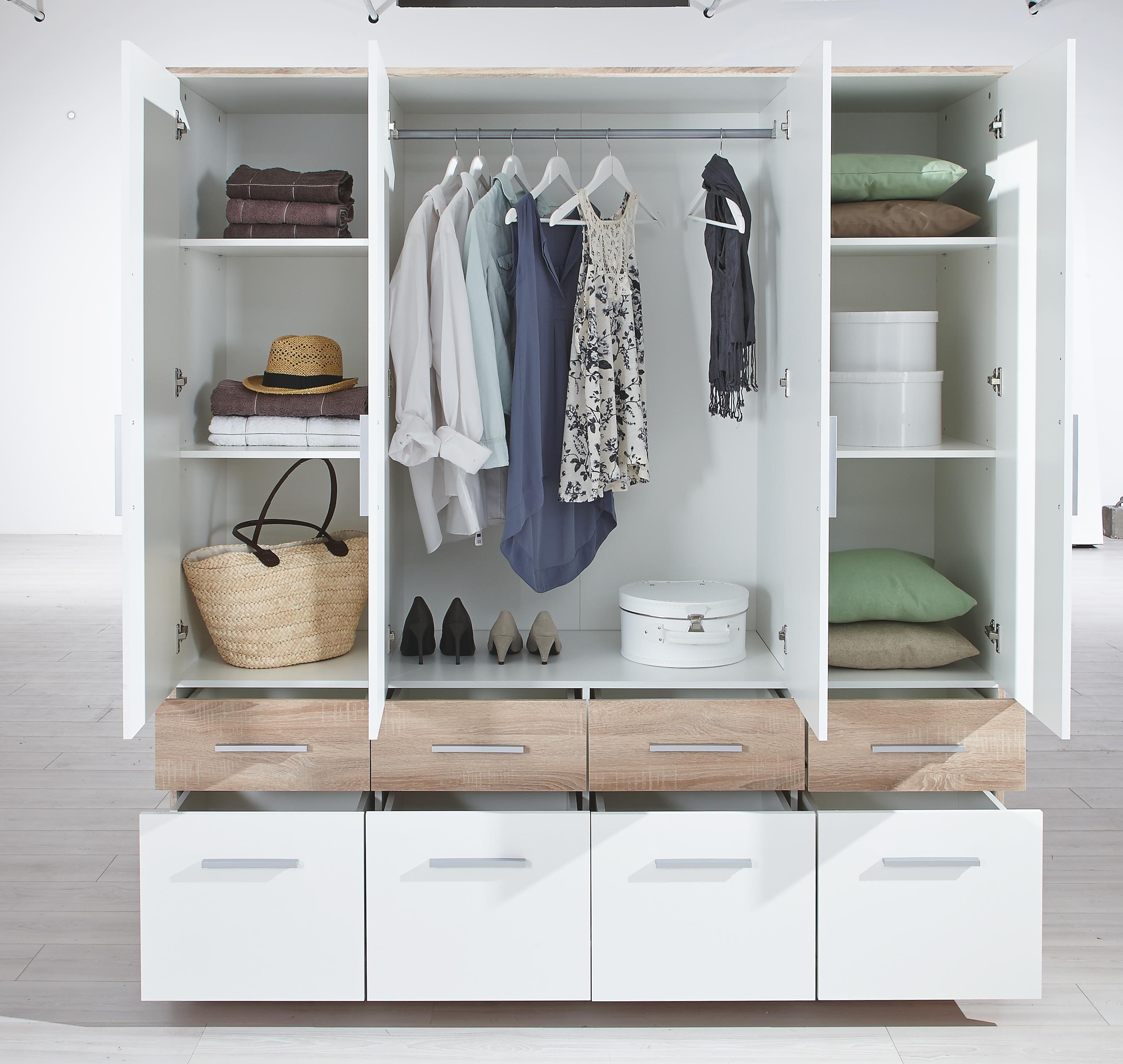In dem raffinierten Kleiderschrank finden Ihre Klamotten