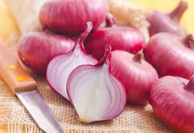غريب ولكن البصل أفضل وسيلة لتنظيف منزلك Onion Juice For Hair Onion Hair Growth Onion For Hair
