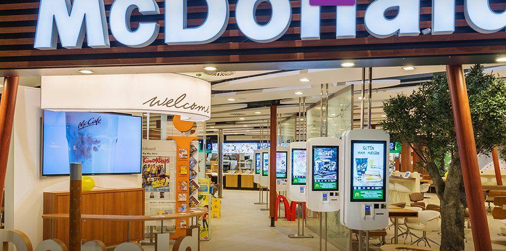 Ein gutes aktuelles Beispiel von #Industrie4. Selbst in der Niederlande erlebt. Die Kasse bei #McDonald verschwindet https://t.co/NRiFpsKQad http://pic.twitter.com/QmAhTaUNFJ   Pierre Holger Braun (@PierreHolgBraun) June 6 2017