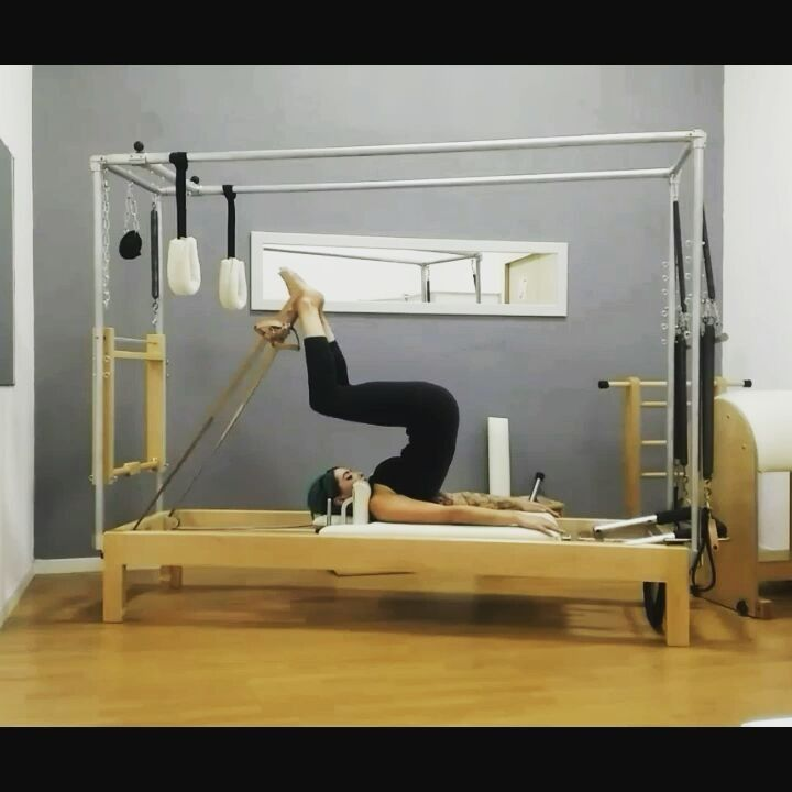 Another day another #reformer #workout  #workthosethighs #stretchyourspine #feelsgood #balance #flow #control #frog #shortspine #pilates #pilatesinstructor