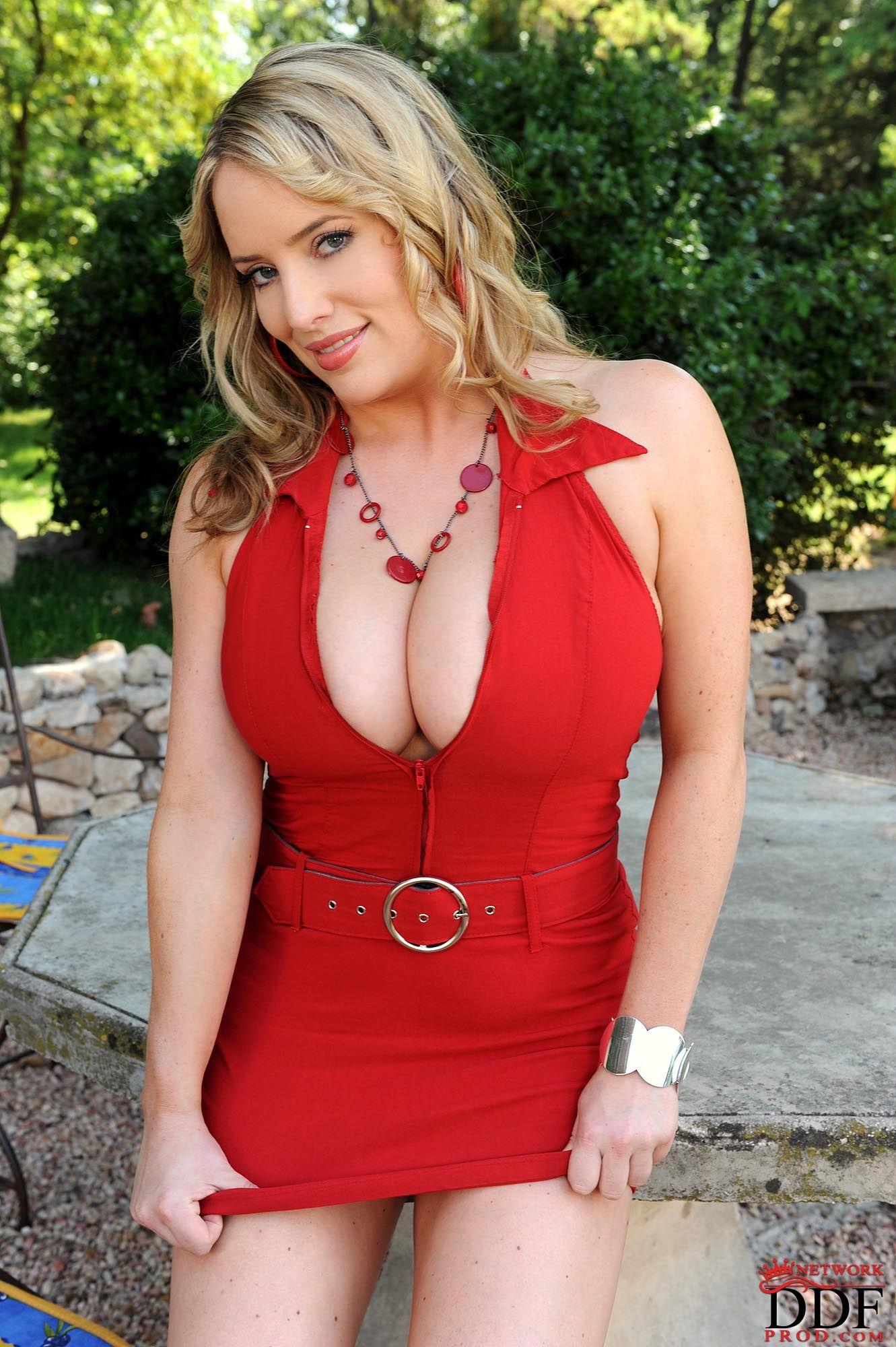 Tiffany Winteler Nude Photos