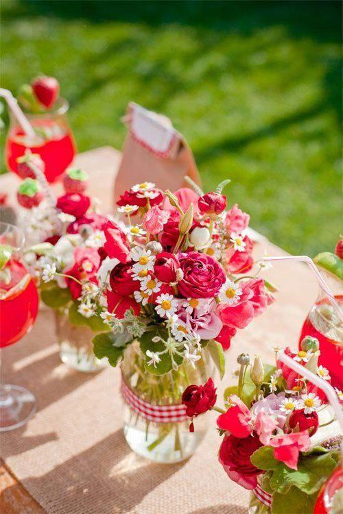 fr hling ostern diy dekoration spring easter decor dark pink flowers in a mason jar. Black Bedroom Furniture Sets. Home Design Ideas