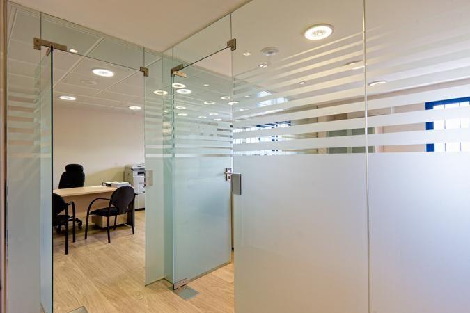 Mamparas de vidrio buscar con google esmerilados sobre vidrios pinterest vidrio buscar - Paneles divisorios para oficinas ...
