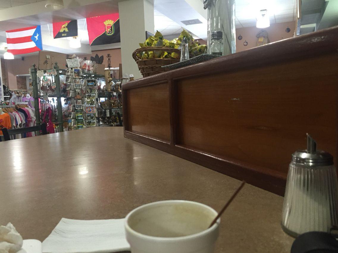 Cafe Utopia claro esta ¡tomando cafe! Y Desayuno. En Ponce Puerto Rico