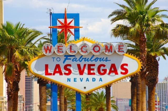 November In Las Vegas Weather And Event Guide Las Vegas Sign Las Vegas Vegas Holiday