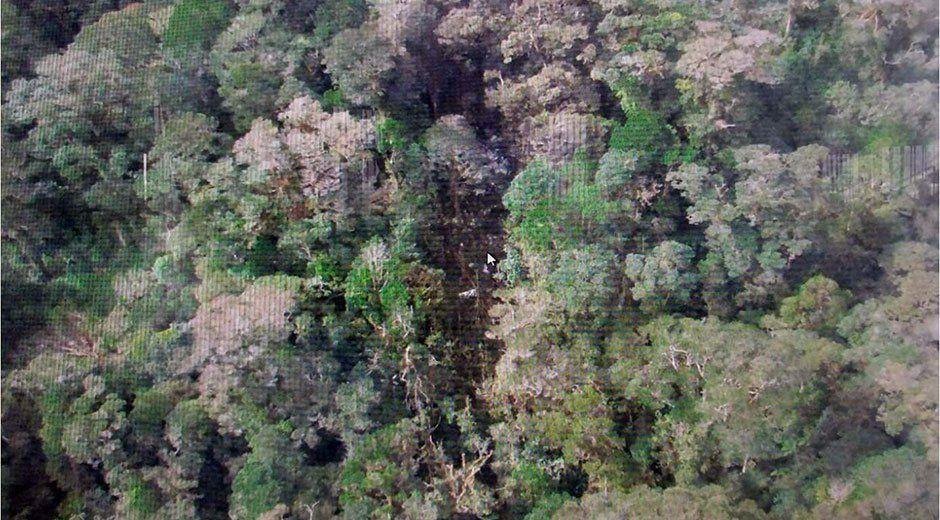 Autoridades localizan restos del avión que se estrelló en Papúa
