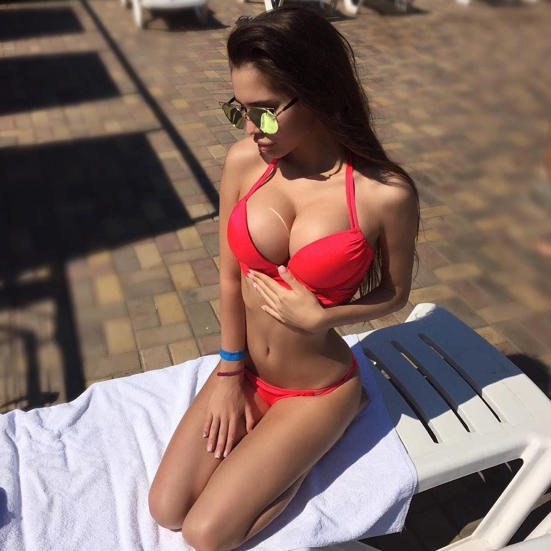 amateur-bikini-candid-classy-girl