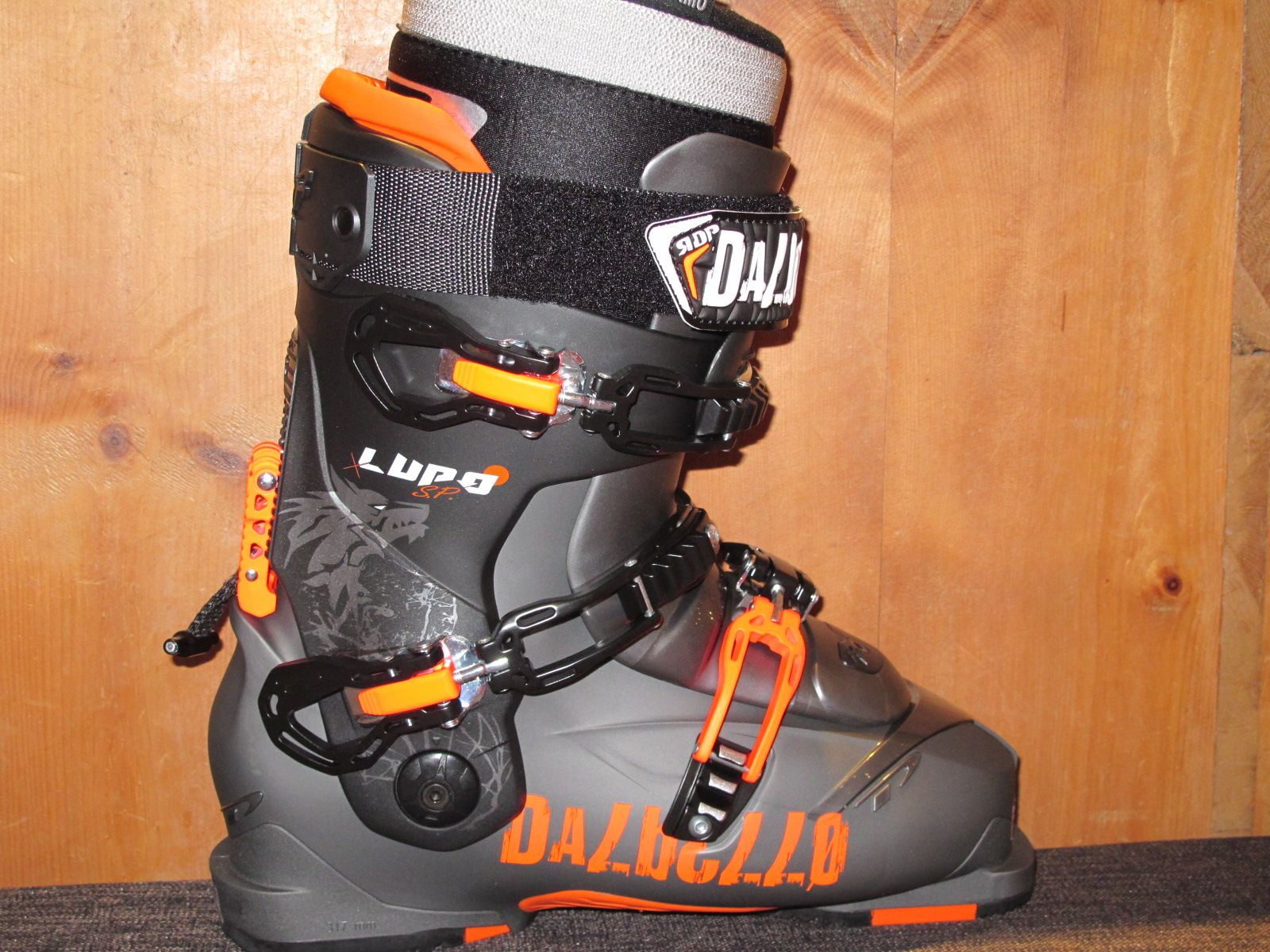 #lupo #panterra #skiboots #dalbello #dalbelloskiboots #madeinitaly #scarponi #skiersempire #ski #snow #freeride #visual #nuoviarrivi