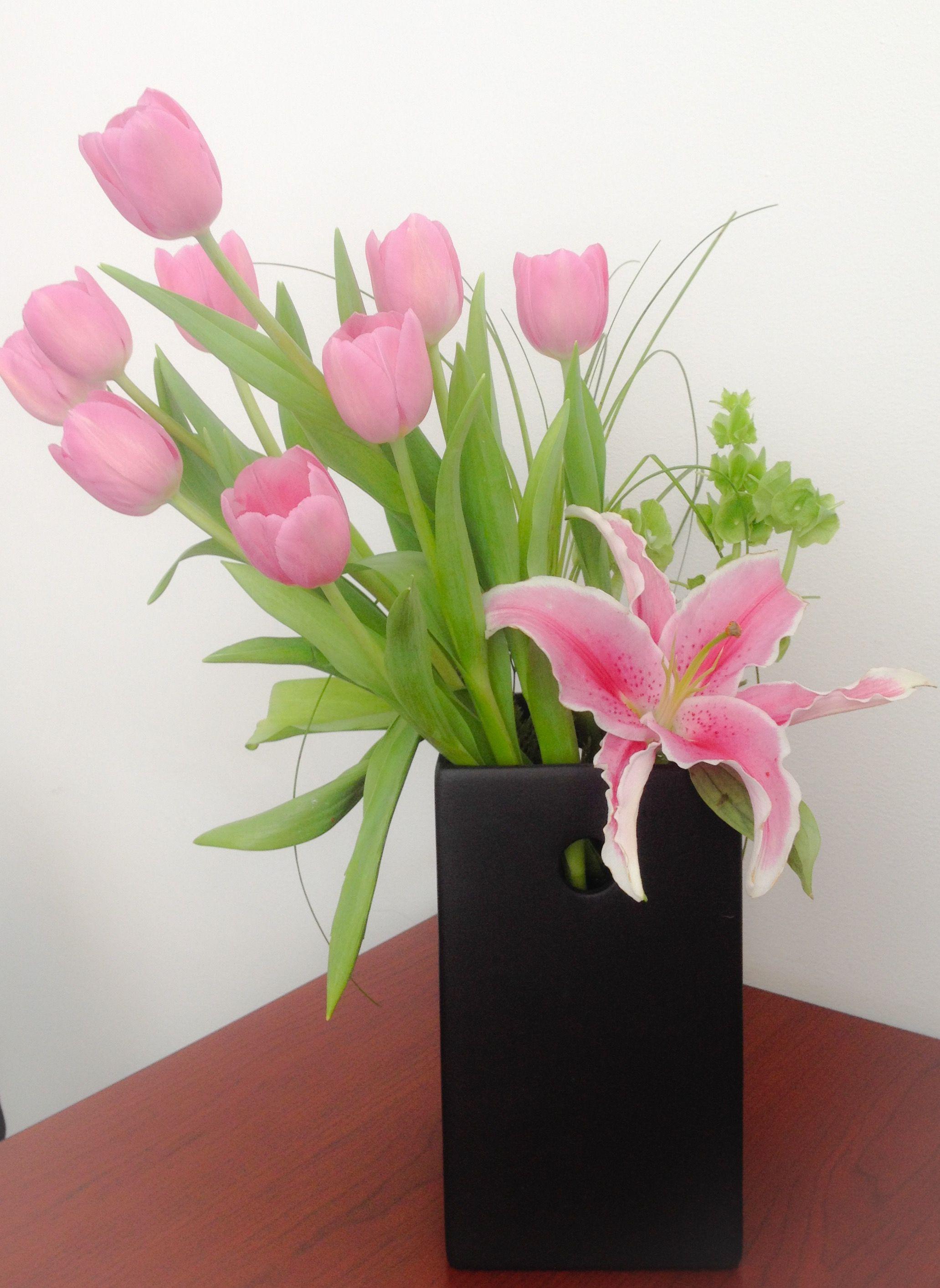 2b96c2484fe1b Arreglo de tulipanes rosas