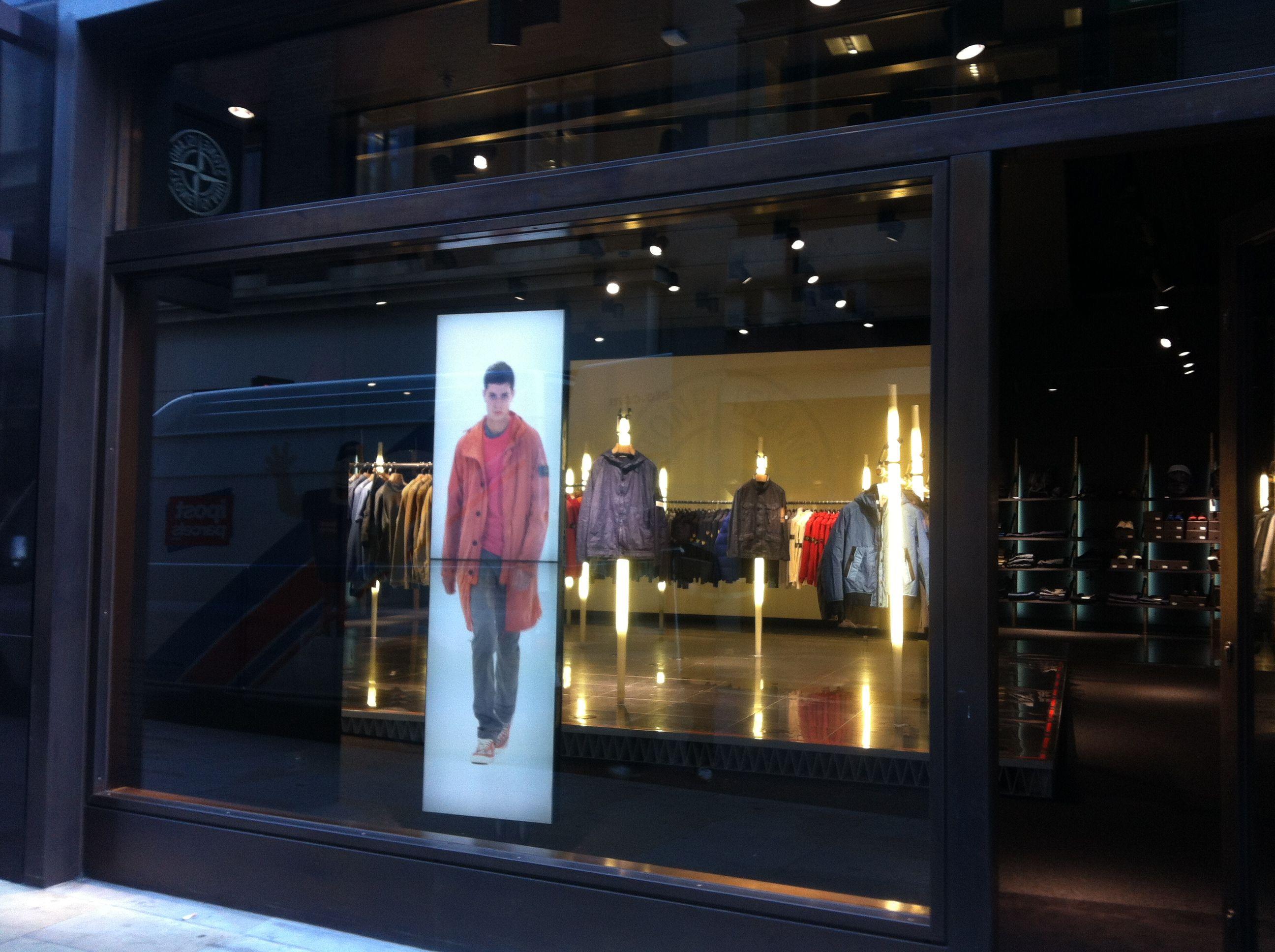 digital in retail digital signage across the market