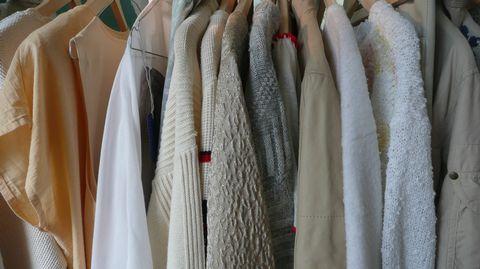 Martat kehottavat noudattamaan vaatteiden hankinnassa kolmea periaatetta: harkitse, huolla ja korjaa ja kierrätä. Ensi vuonna kaatopaikalle ei saa enää viedä suurta osaa tekstiilijätteestä, joten paine kierrätykseen kasvaa.