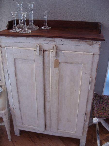 Vintage Schränke   Uralter einfacher kleiner Schrank aus ...