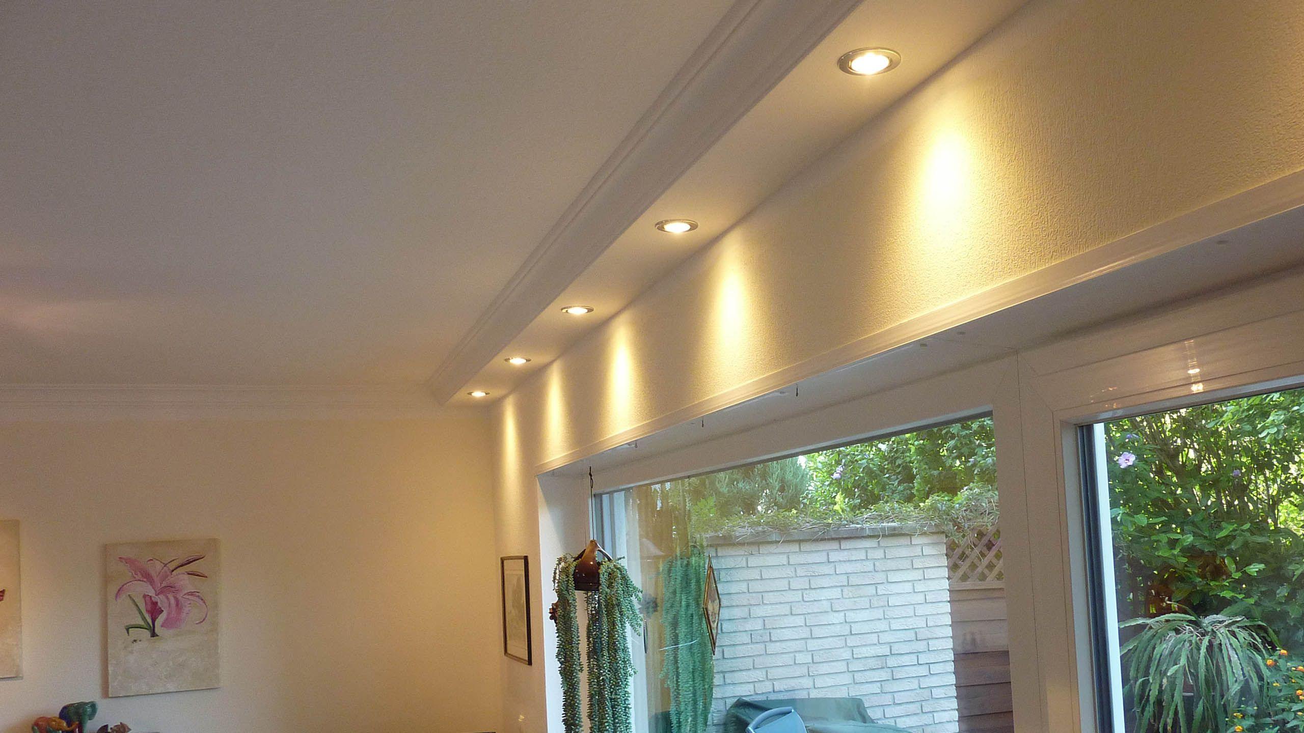 Esszimmer Mit Klassischen Deckenprofilen Fur Die Direkte Beleuchtung Indirekte Beleuchtung Beleuchtung Beleuchtung Wohnzimmer