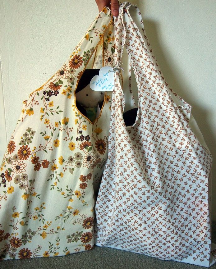 DIY tutorial on how to make eco shopping bags from an old pillowcase.