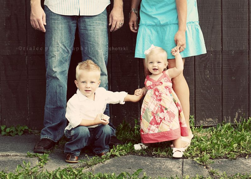 Google Image Result for http://rialeephotography.com/blog/wp-content/uploads/2010/08/family-photography-fargo.jpg