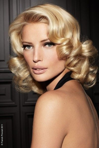 1950s Hairstyle With Blonde And Brunette Tone Medium Length Hair Styles Medium Curly Hair Styles Hair Lengths