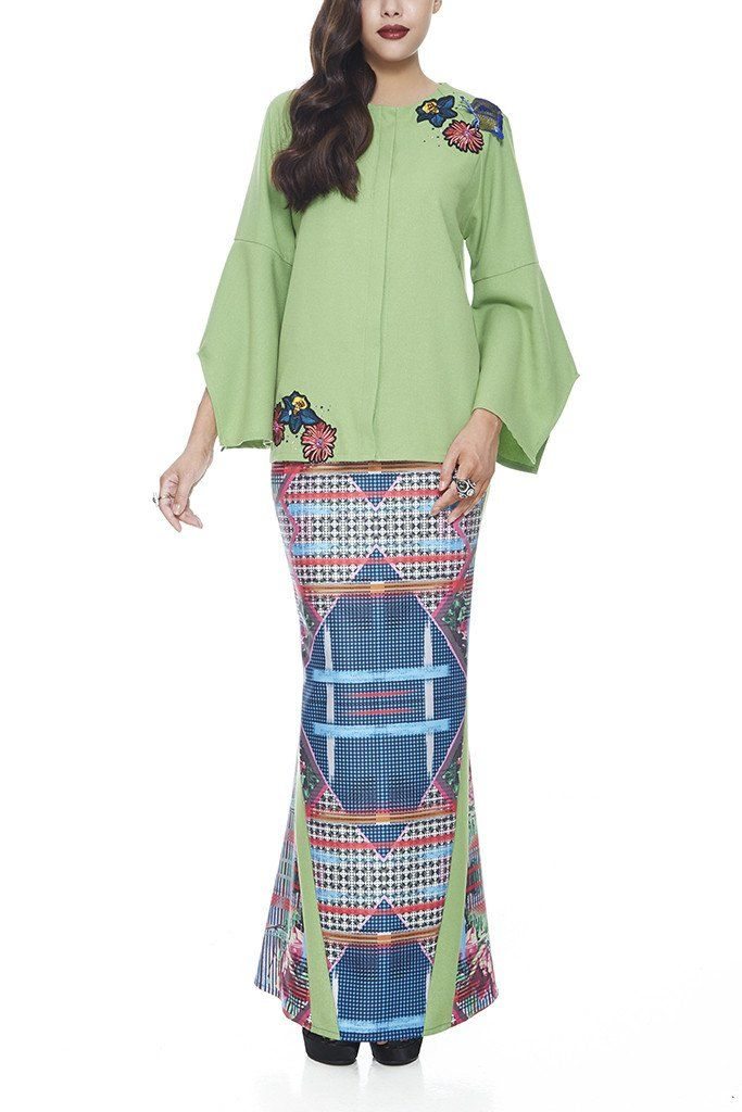 7f3f3417 GREEN SERAI - MODERN GLITTERY FABRIC BAJU KURUNG WITH COLOURFUL BUTTER –  emel by Melinda Looi - Official Webstore